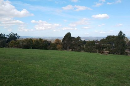 Johns Hill Reserve Lookout 01